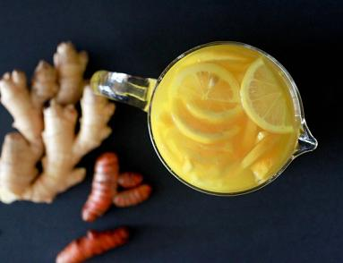 ginger and turmeric detox tea