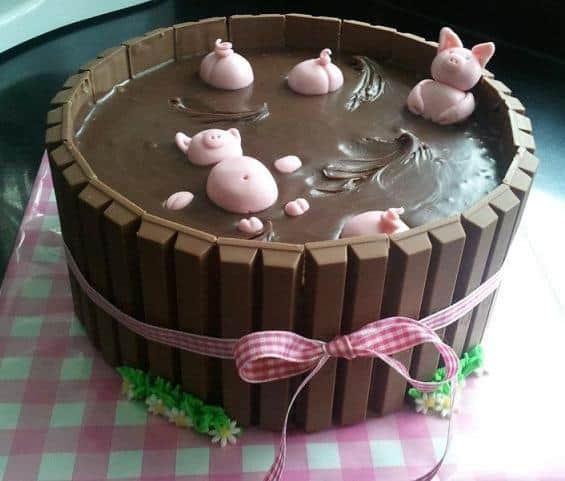 swimming pigs chocolate kit kat cake