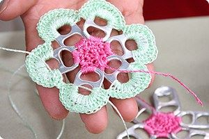crochet pull tab flower coaster