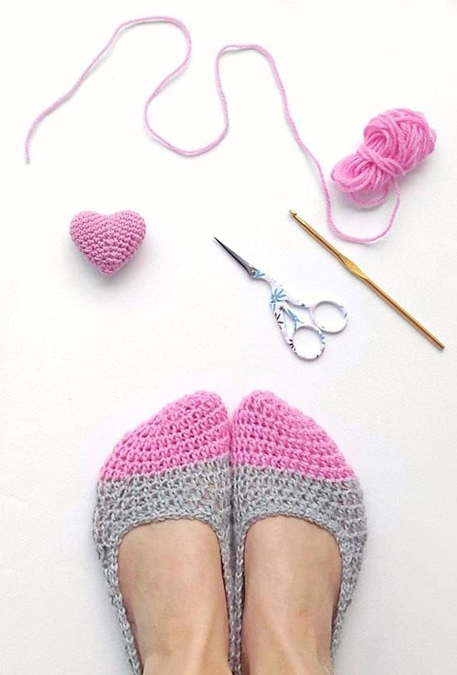 crochet slippers and mini heart