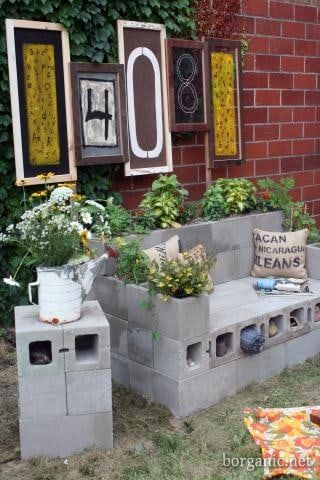 Diy cinder block sofa and planter in one diy cozy home for Cinder block seating area