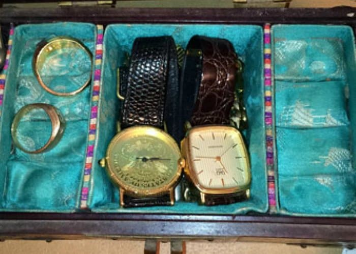 rings-watches-inside-box