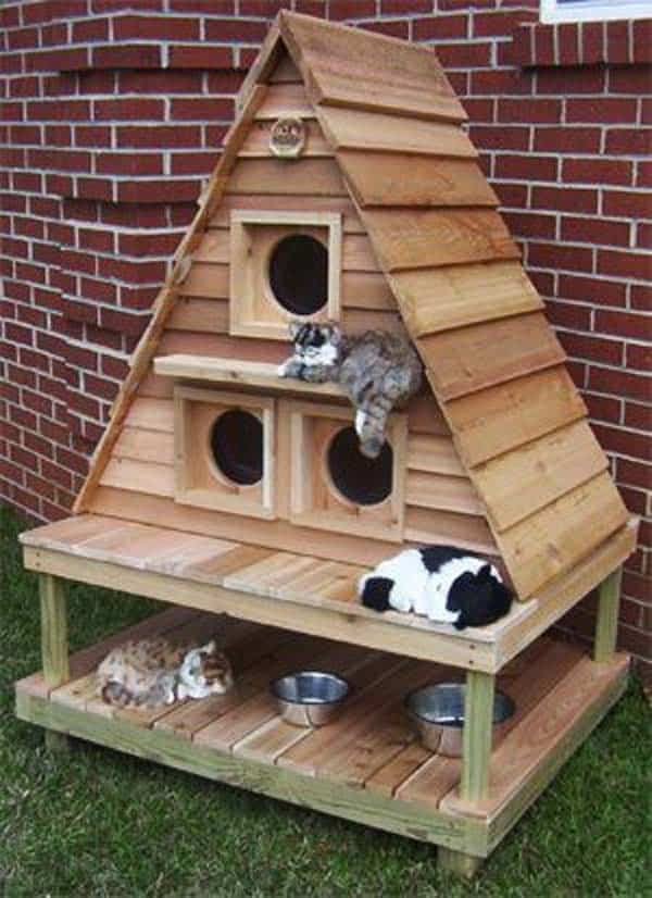 Pallet cat tower: