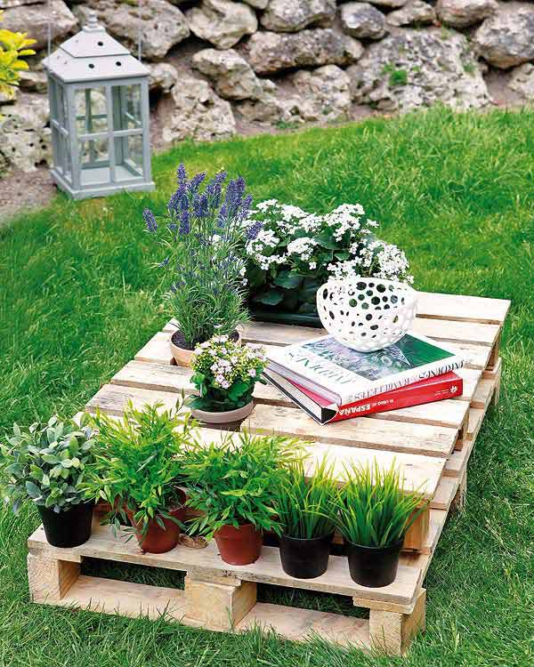 outdoor reading nook from pallets