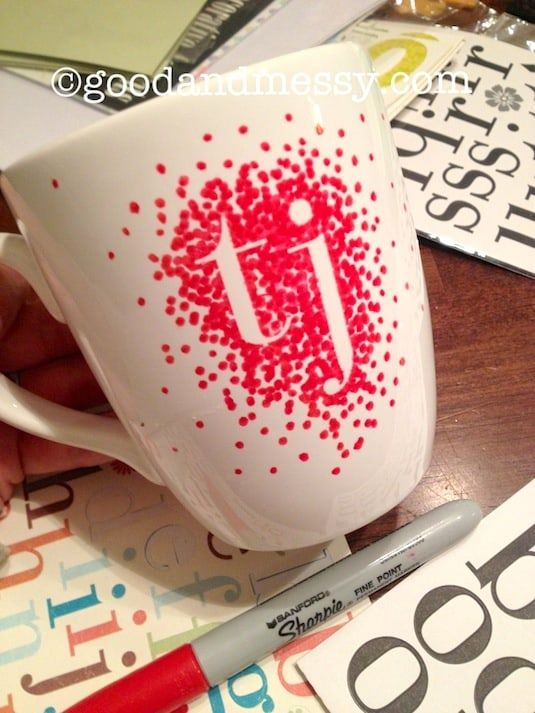 43 fun and creative diy gift ideas everyone on your gift list will 33 monogrammed mug with just a sharpie negle Gallery