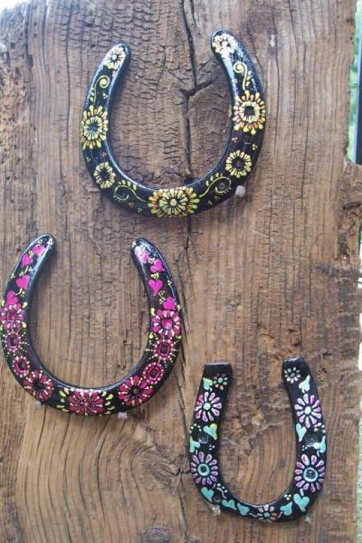 31 diy horseshoe crafts to try your luck with diy cozy home a fun craft for your or the kids also a great art piece for the house solutioingenieria Choice Image