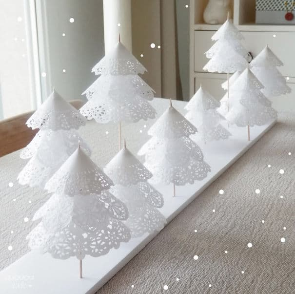 DIY Christmas tree doilies