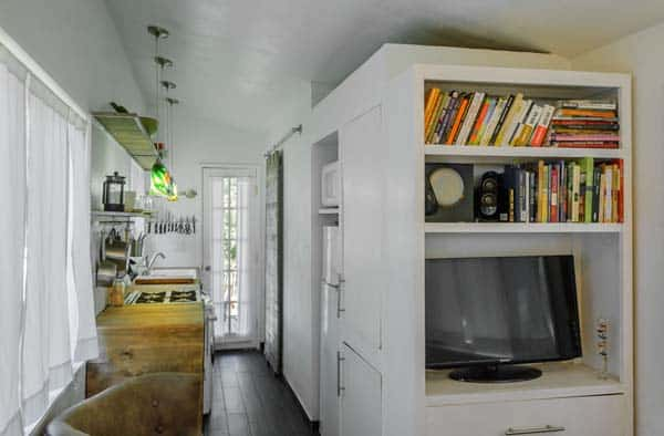 woman built a tiny home first look
