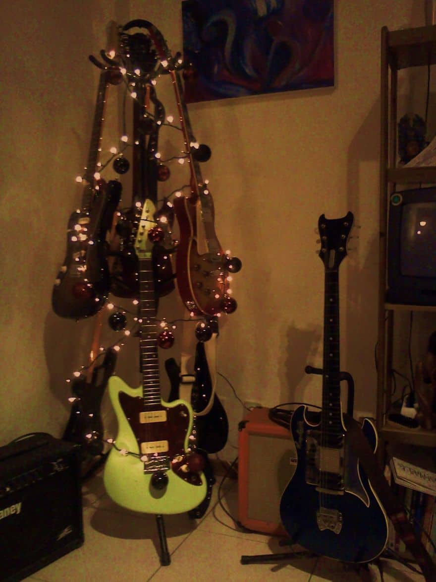 DIY Christmas tree guitar