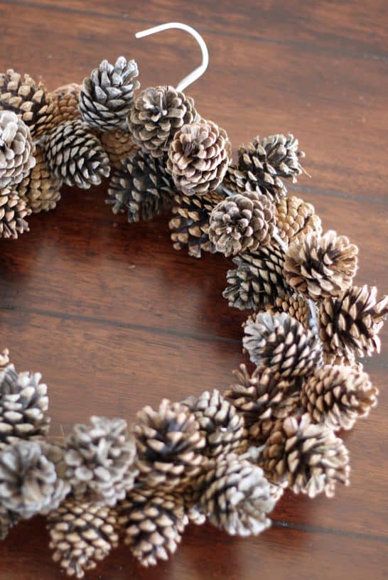 DIY pine cone crafts wreath
